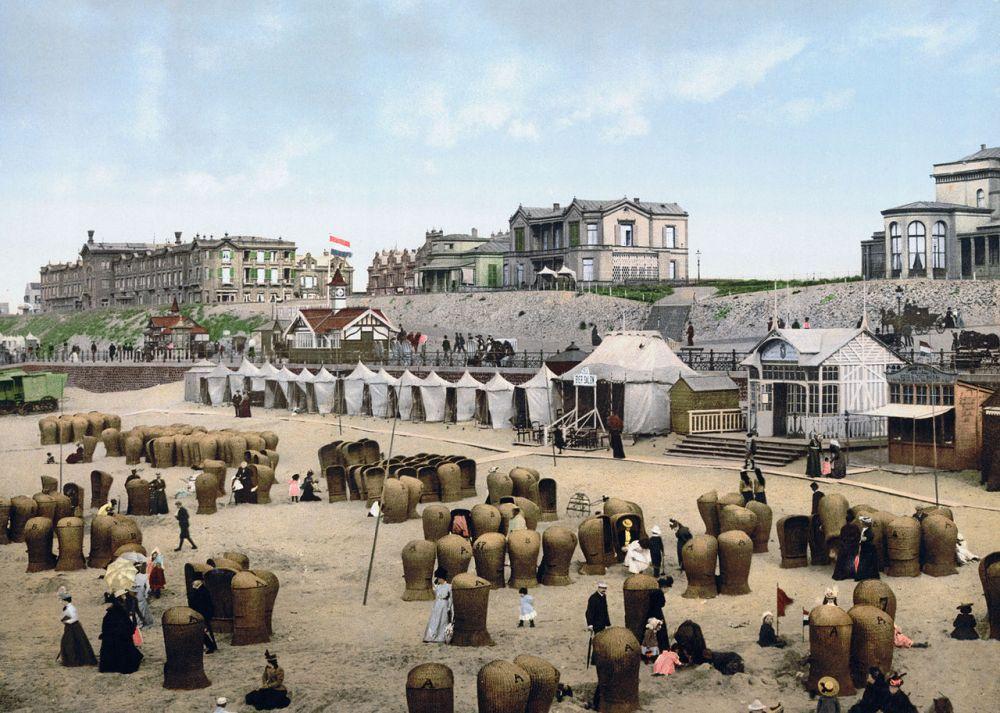 1280px-Netherlands-Scheveningen-beach-1900